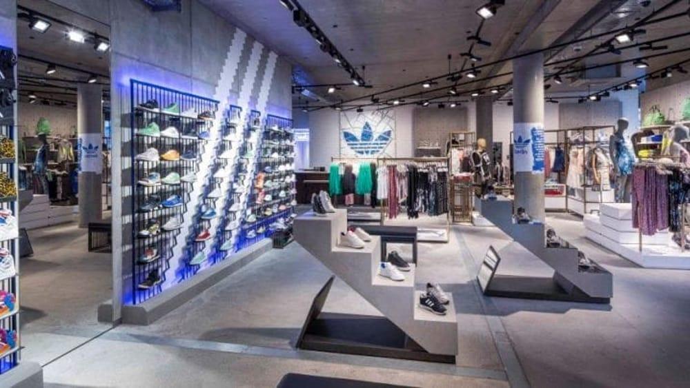 LAVORO Adidas assume nel suo punto vendita al 'Campania'