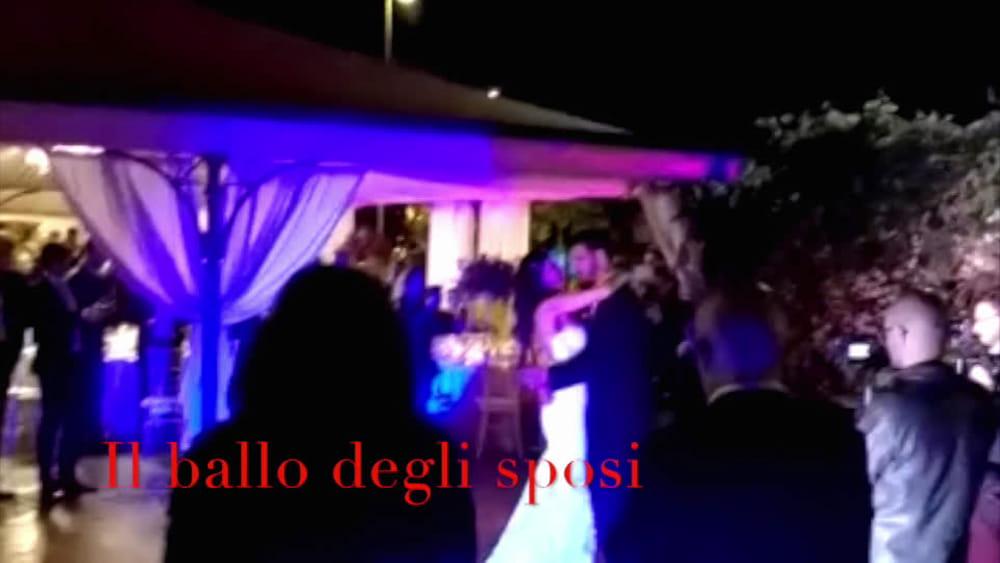 Matrimonio In Extremis : I selfie larrivo in chiesa e la festa: il video del matrimonio di
